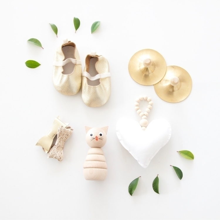 Gold love Monday night.. small  - mysweetlittleroom | ello