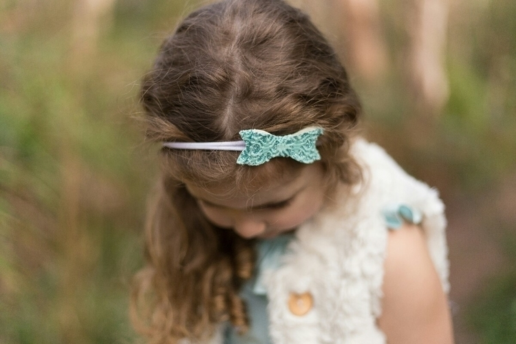 gorgeous bow beautiful Elsa Tri - reganraine_handmade | ello
