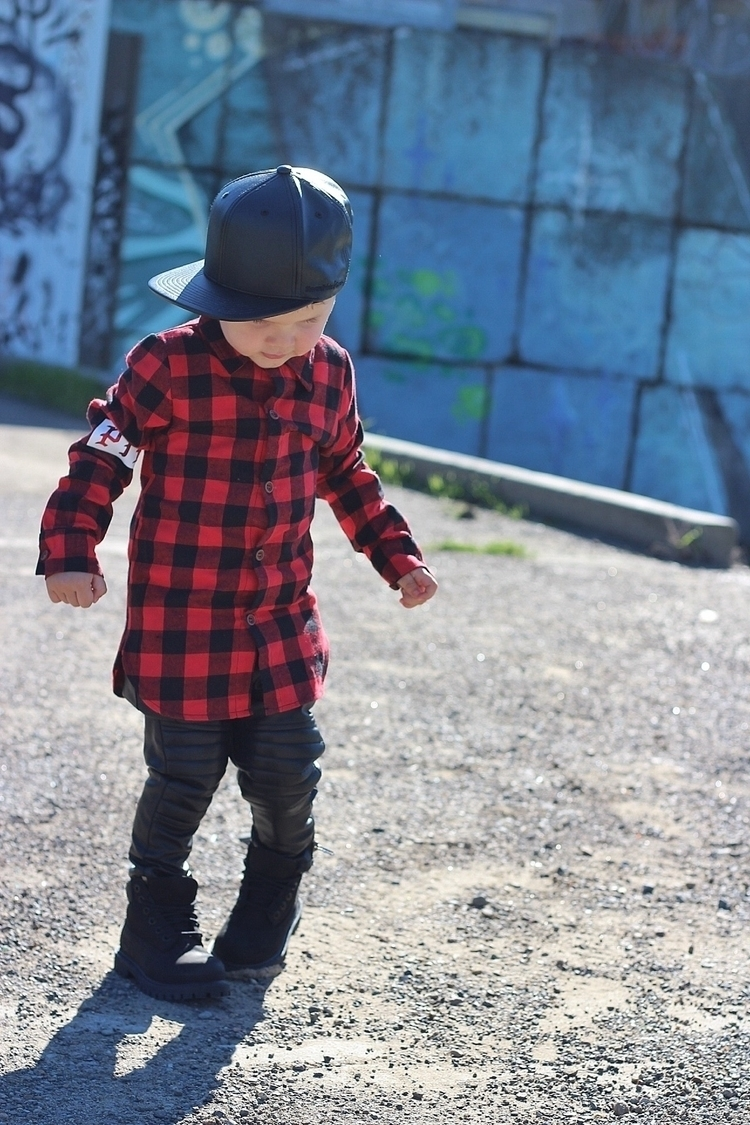 doesnt love plaid!! Rocking pla - taylor_kids | ello