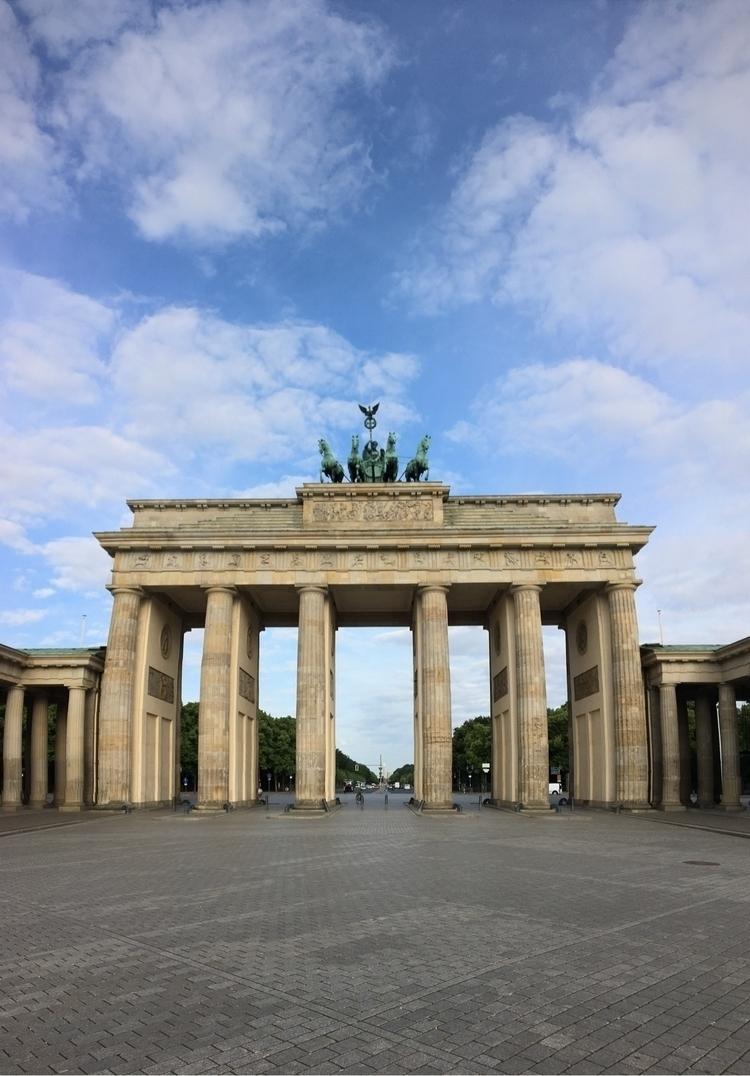 Early Morning Run Berlin! — Ran - rowiro | ello