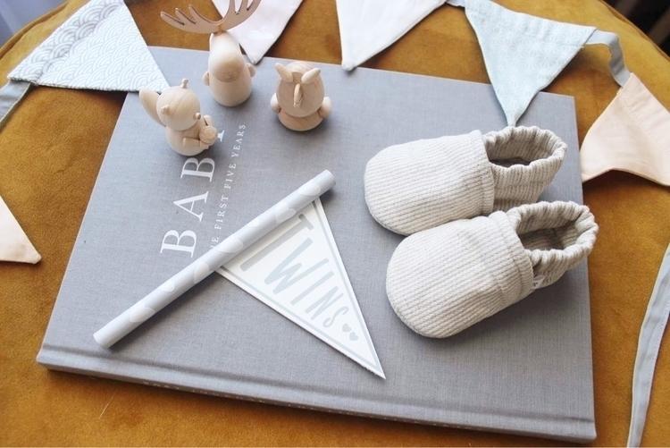 Teeny tiny baby shoes cream lin - sadie___baby | ello