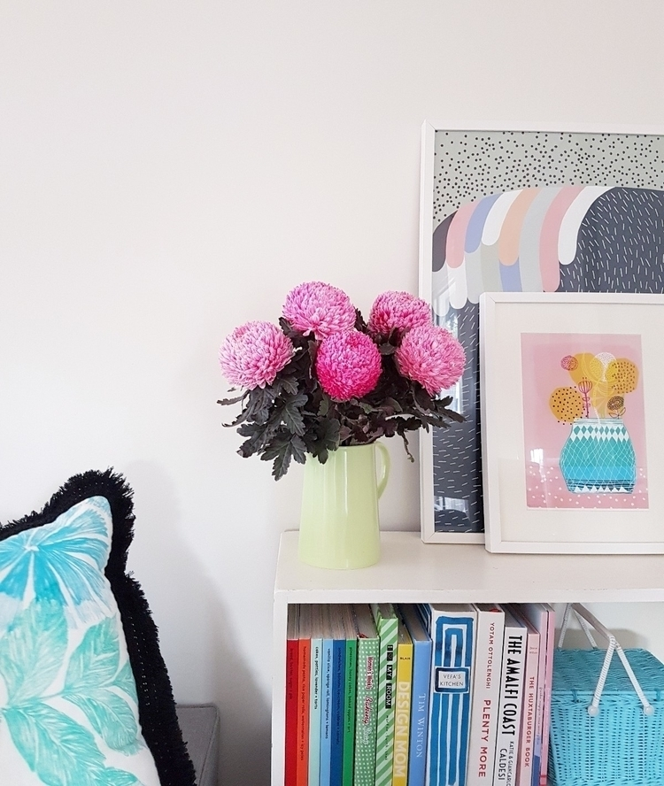 Friends bring pink pom flowers  - eva_and_tissy | ello