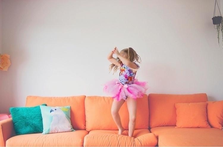 Shake dance - misstrilly | ello