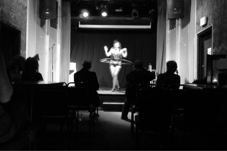 Burlesque Dancer - [Doran [Foll - picture | ello