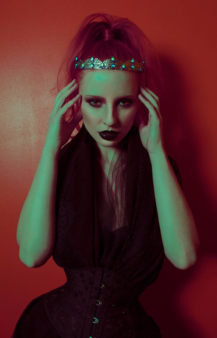 Photographer: NEWO Crown: Lunas - darkbeautymag | ello