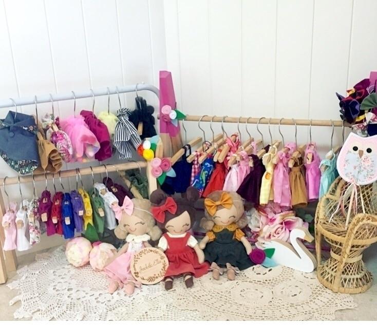crazy weeks 3 dolls 58 outfits  - jackella | ello