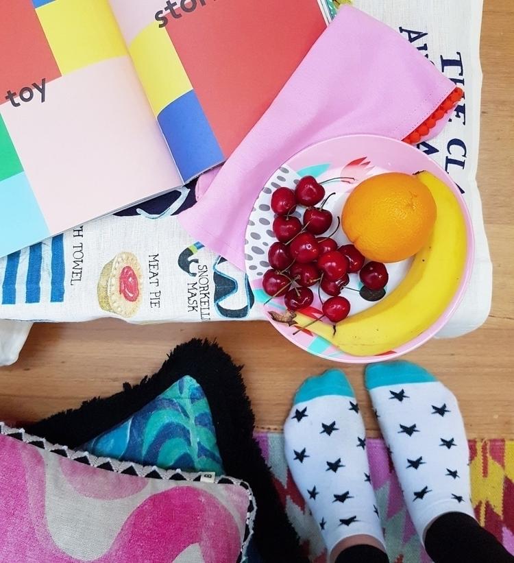 Snack time... oranges darn deli - eva_and_tissy | ello