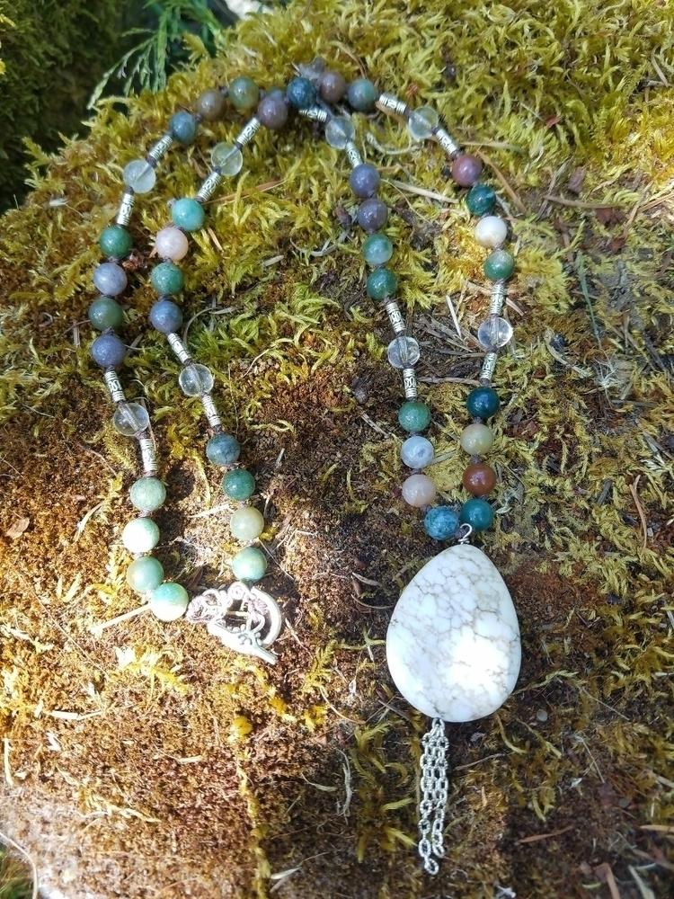 necklace - Handknotted, agate, clearquartz - seagypsii   ello