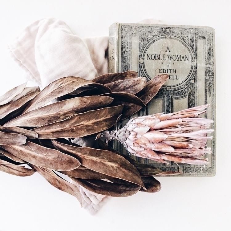 noble woman - oldbooks, booklover - soodibetts | ello