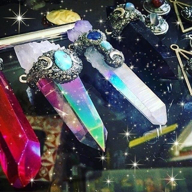 Triple Goddess styles shop - auraquartz - mermaidtearshawaii   ello