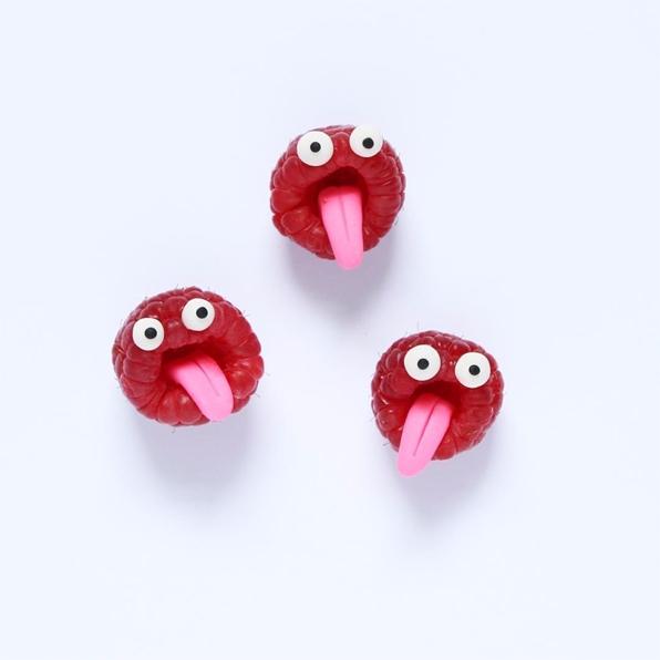 love eating raspberries. scream - kseniaanske | ello