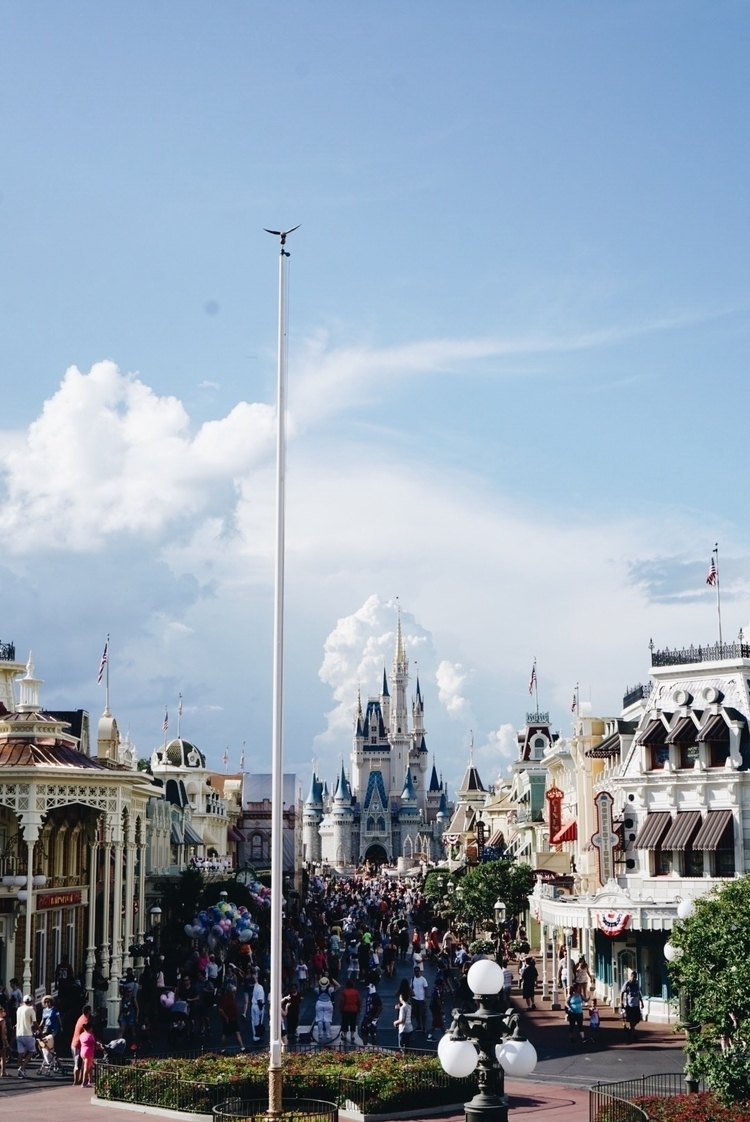 gorgeous day magic kingdom!!  - happiestplaceonearth - gracefulmommy | ello