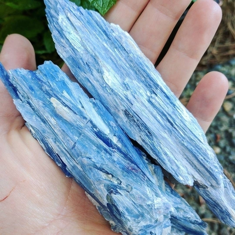 gorgeous blue kyanite Etsy shop - bodybeewell | ello