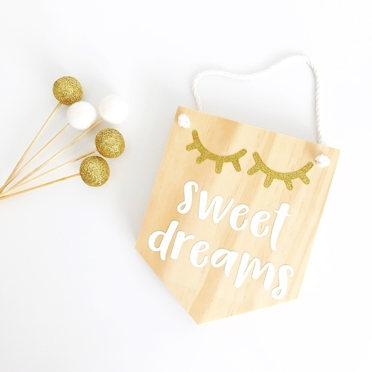 Close Sweet Dreams Mini Plaque  - twineandtwig | ello