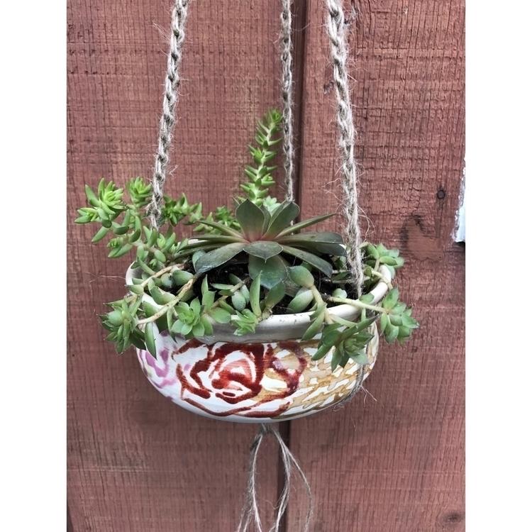 love succulent hangs planter Mu - muddynature_pottery | ello