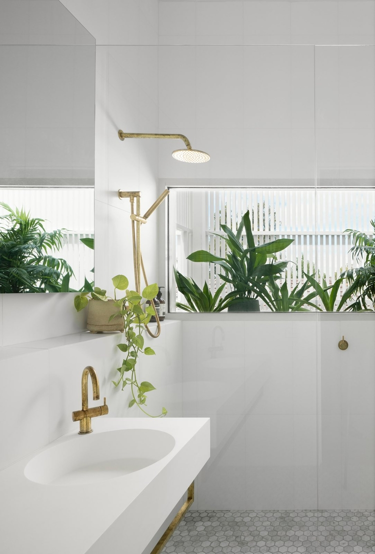 Nature inspired bathroom. Halo  - upinteriors | ello