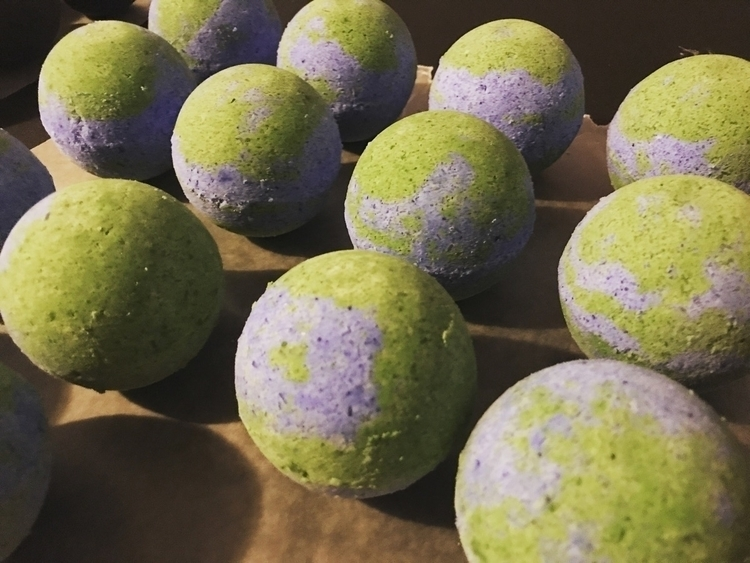 Making orders - earthbathbombs, bridesmaid - skyybombs | ello