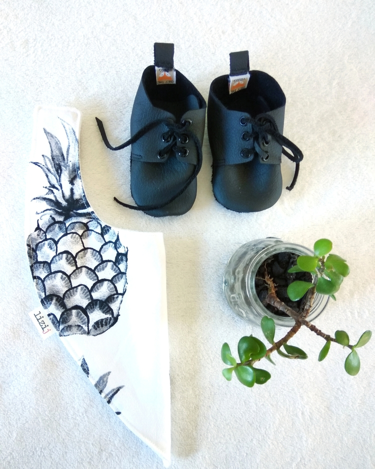 Accessorize BLACK PINEAPPLE bib - lizi_j | ello