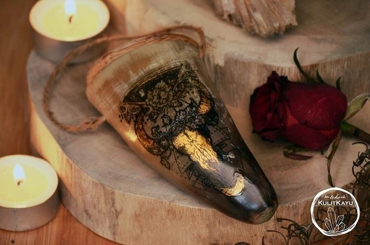 Petit Apothecary Horn Jar. Hand - tikasavitri | ello