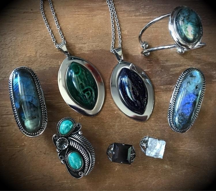 Aishen Variscite, left. Pond le - evil_pawn_jewelry | ello