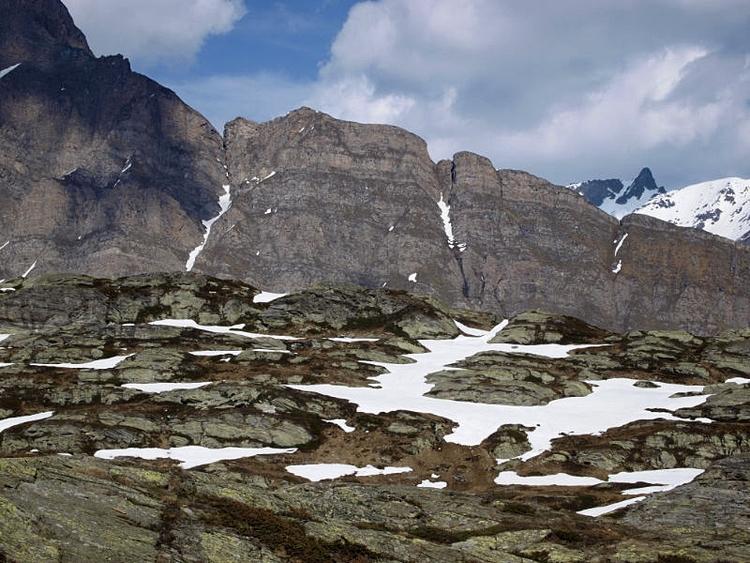 Pass | ridges, slopes valleys - hill - paulzoller | ello