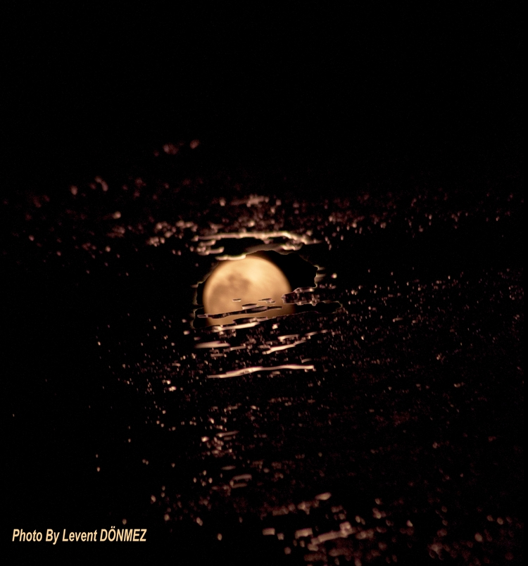 Moon reflection water - Kadikoy - leventdonmez | ello
