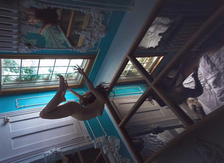 """Flying"" — Photographer:Myster - darkbeautymag | ello"