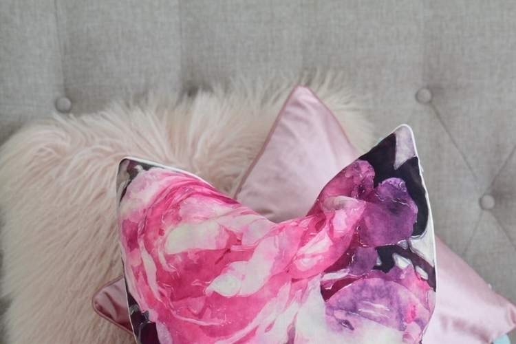 Loving pink cushions - cushions#feather - softinteriors | ello