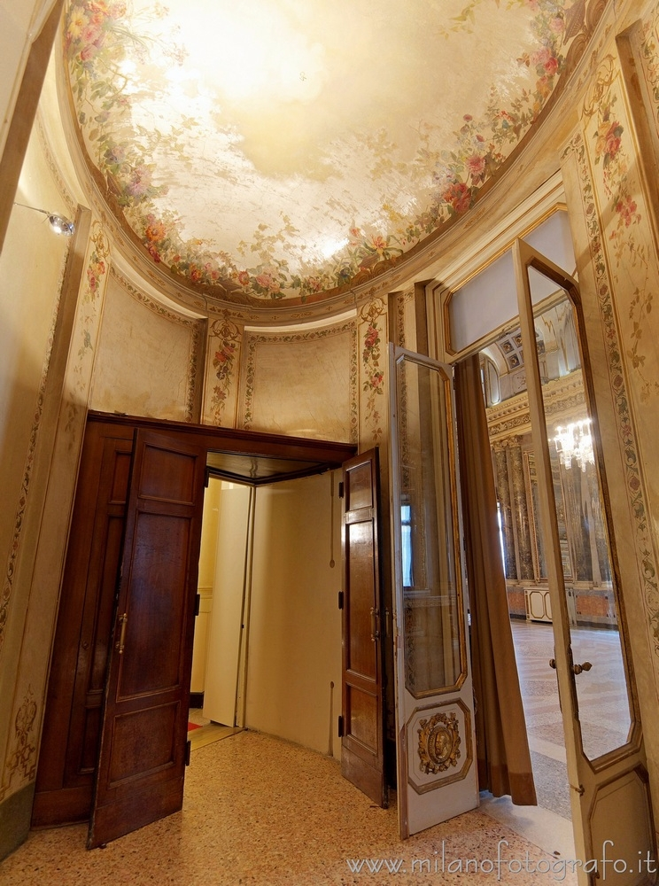 Milan (Italy): Oval anteroom Se - milanofotografo | ello