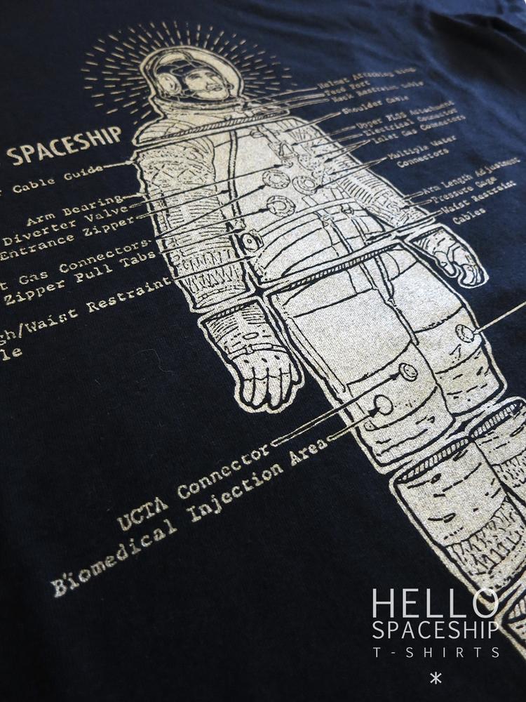 Golden Astronaut Spaceship - tshirt - hellospaceship | ello