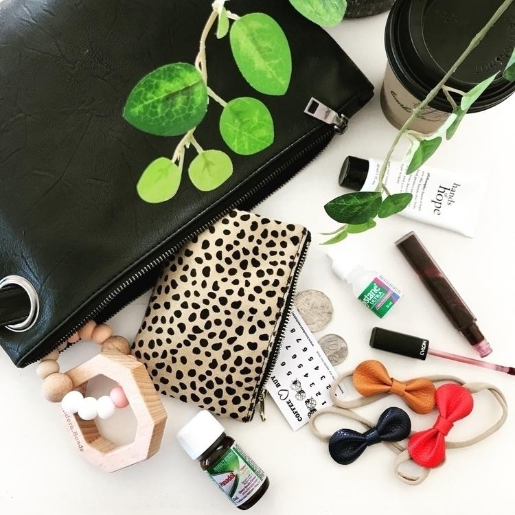 handbag? tipped contents handba - mocked | ello