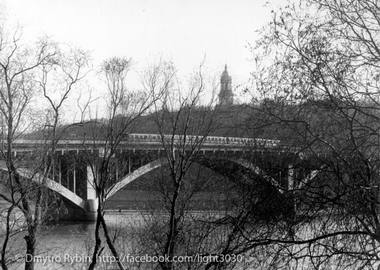Ukraine, Kiev, bridge Metro Dni - dmytroua | ello