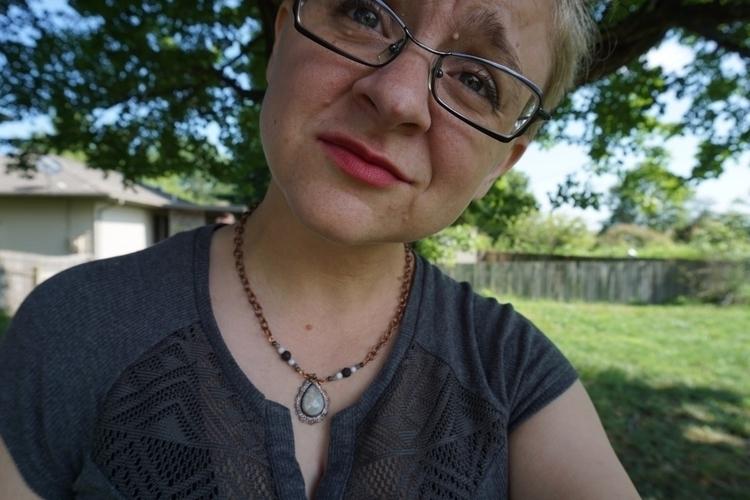feeling blah, photo shoot perk  - zombiebaby   ello