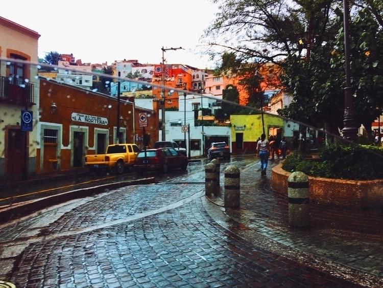 Una tarde de en Mi Pueblo - lluvia - davidtiquet | ello