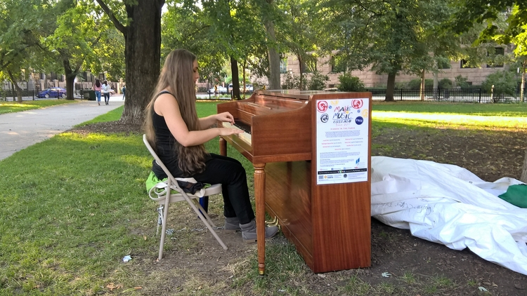 town piano play... nice Summer  - manualmystique | ello