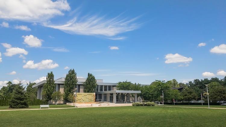 Ryan Matura Library Schine Audi - photografia | ello