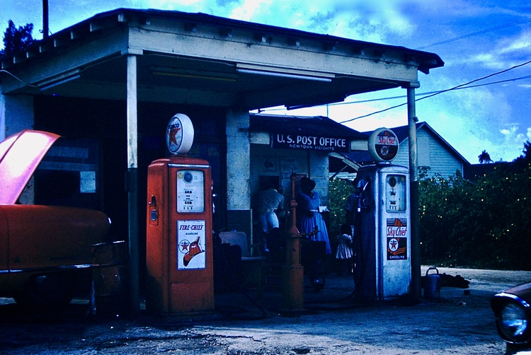 Photo - Texaco Gas Station Post - marksusina | ello