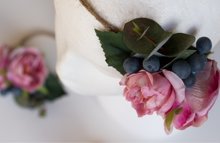 small details... lovely crown p - pretty_little_pickings   ello