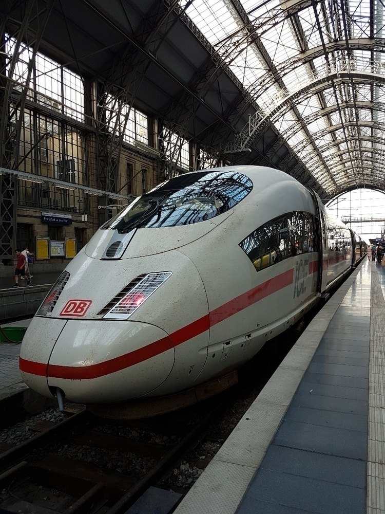 Guten Morgen. Onwards Köln - ICE220 - rowiro | ello
