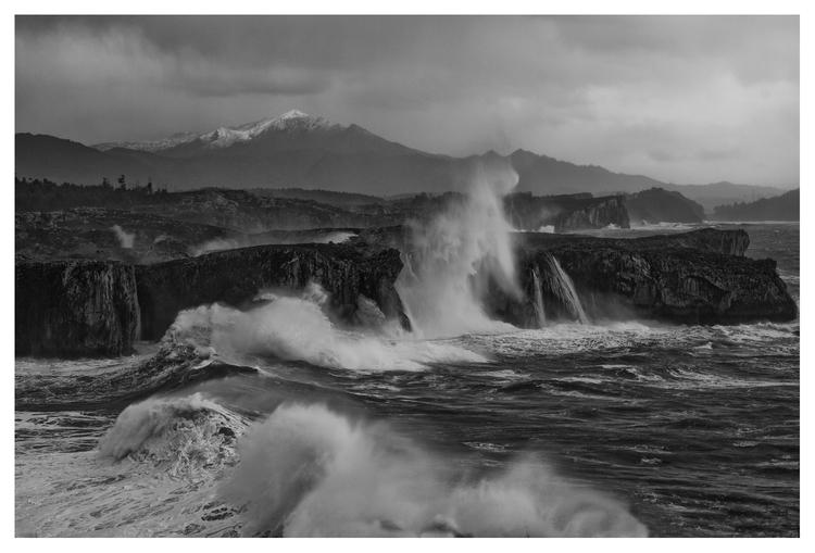 Storm, Playa de Guadamía, Astur - guillermoalvarez   ello