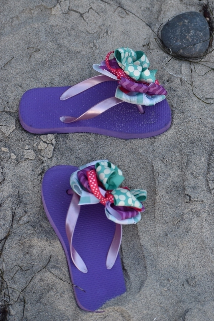 Bow flip flop fro day beach day - cinderellabowtique | ello