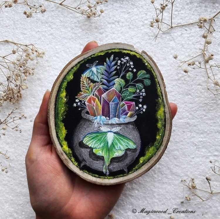 Magic cauldron aura Crystal lun - magicwood_creations | ello