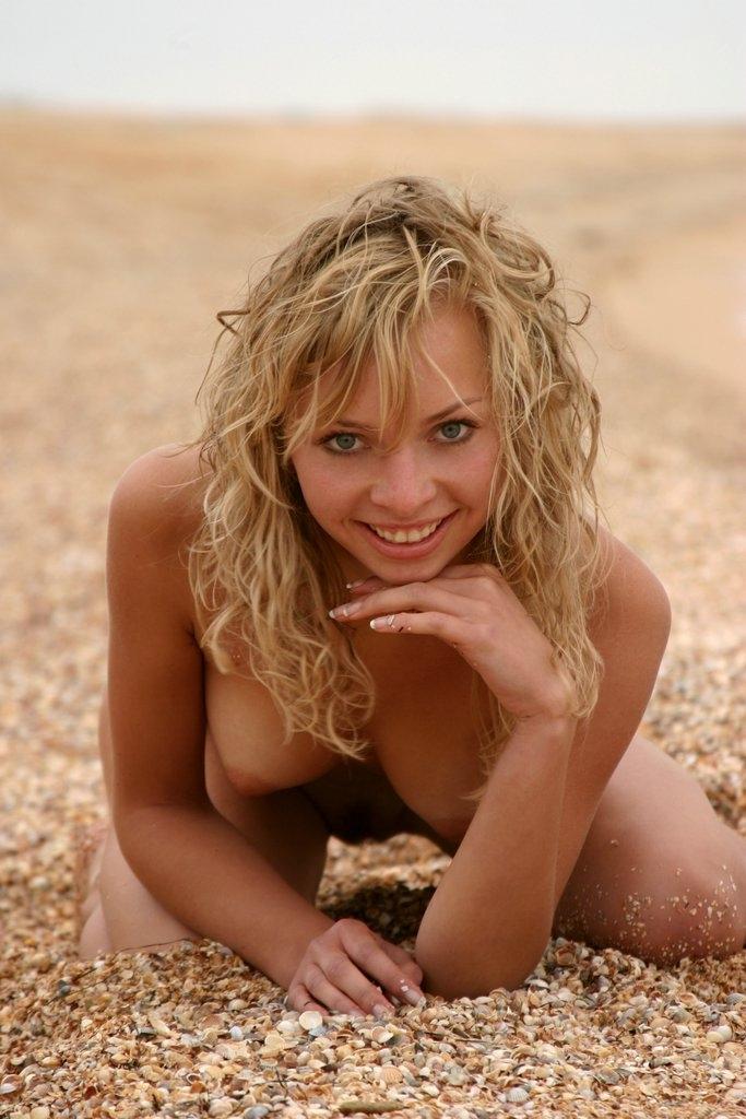 blonde, smile, tits, naked, nude - ukimalefu | ello