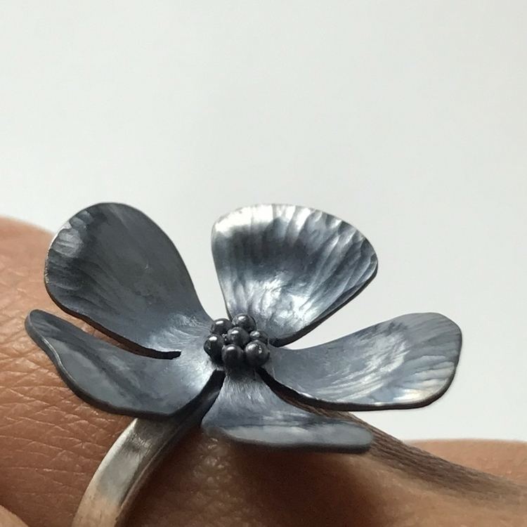 Sterling silver flower ring. to - violetsinjuly | ello