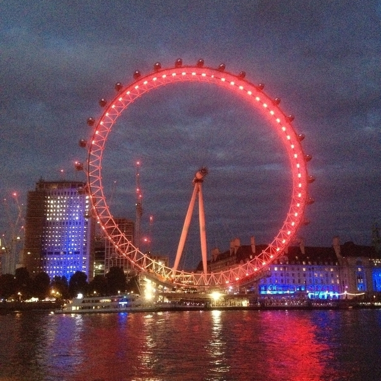 - Embankment Westminster. Londo - oceanromeo | ello