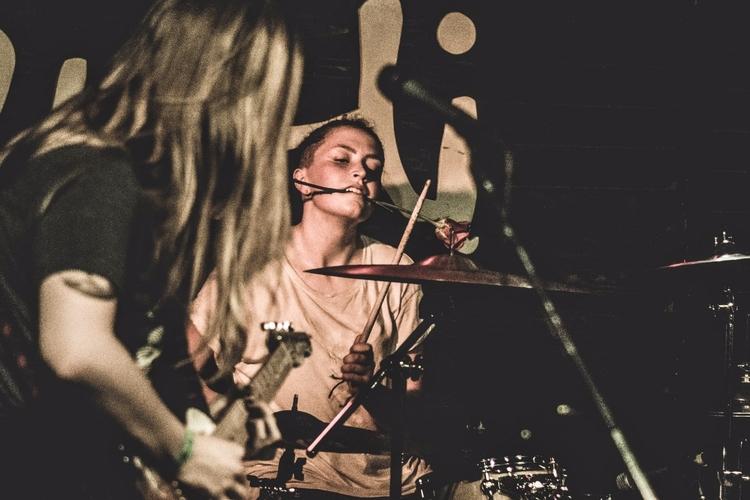 Drummer Robyn Bond indie-punk b - iangarrickmason | ello