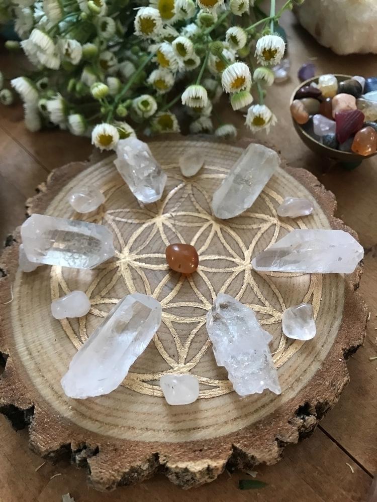 crystals, crystalgrid, floweroflife - thelunarfae | ello