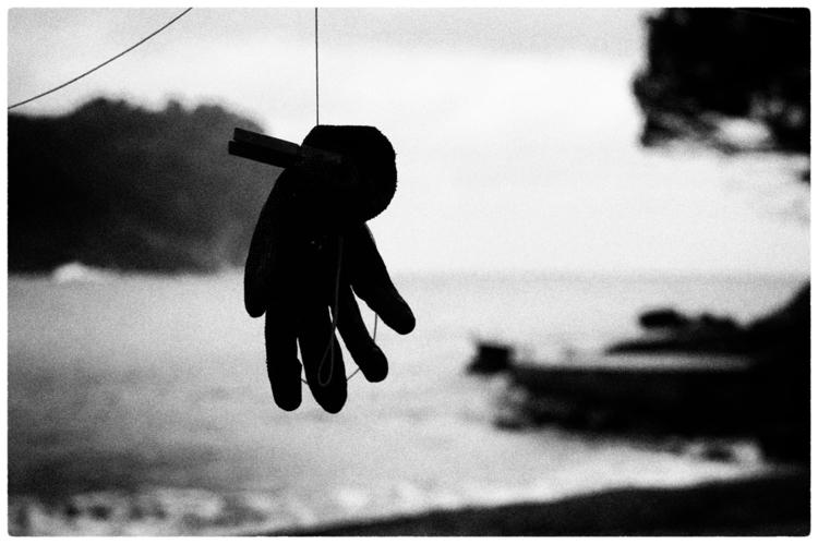 HAND FAITH |Lost island, lost  - delafoi | ello
