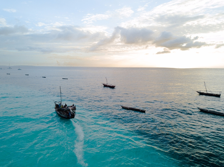 Riding horizon coast Zanzibar - travel - jhollaholla | ello