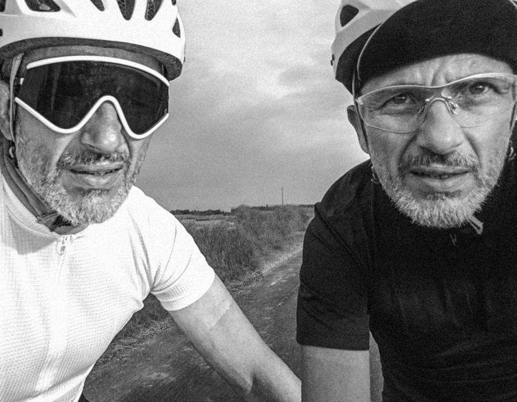 cycling white dressed black. me - gekopaca | ello